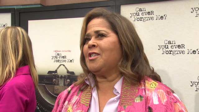 """anna deavere smith talks about working with melissa and what the audience can take away from the film at the """"can you ever forgive me"""" new york... - anna deavere smith video stock e b–roll"""