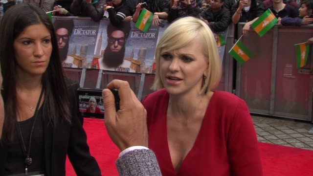 anna faris at the dictator: world premiere at the royal festival hall on may 10, 2012 in london, england - royal festival hall stock videos & royalty-free footage