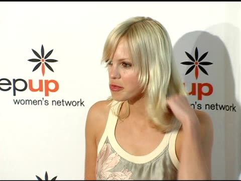 anna faris at the step up women's network inspiration awards luncheon at the beverly hilton in beverly hills california on april 22 2005 - anna faris stock videos and b-roll footage