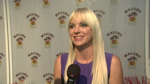 anna faris hosts the malibu ¨ and reef check partnership event los angeles ca 8/11/09 - anna faris stock videos and b-roll footage