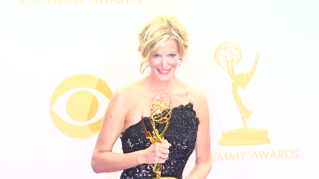 vidéos et rushes de anna gunn at 65th annual primetime emmy awards - photo room on 9/22/2013 in los angeles, ca. - emmy awards