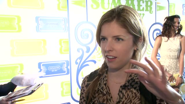 interview anna kendrick talks about attending last year's coach party says timeless is the word to describe coach on her summer essentials at summer... - blus bildbanksvideor och videomaterial från bakom kulisserna