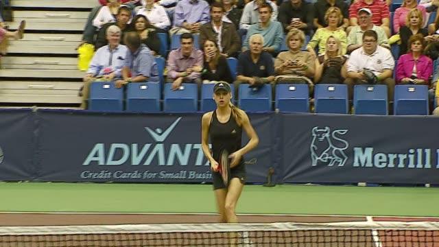 anna kournikova at the advanta presents wtt smash hits celebrity tennis tournament at bren center university of irvine in irvine california on... - anna kournikova stock-videos und b-roll-filmmaterial