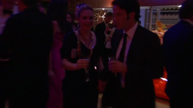 anna paquin and stephen moyer at the inside the vanity fair oscar party 2010 at west hollywood ca - oscarsfesten bildbanksvideor och videomaterial från bakom kulisserna