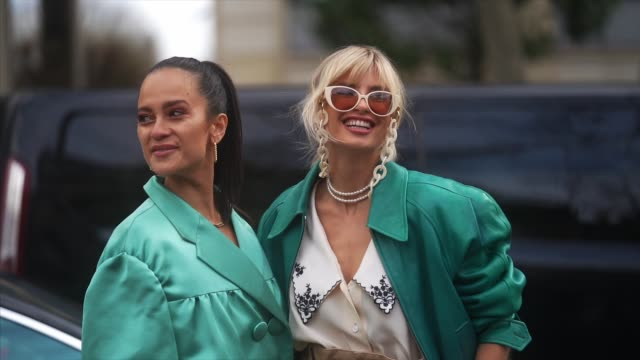 vídeos de stock, filmes e b-roll de anna rosa vitiello and xenia adonts are seen outside miu miu during paris fashion week womenswear fall/winter 2020/2021 on march 03 2020 in paris... - xenia van der woodsen