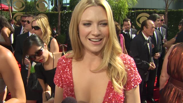 vidéos et rushes de anna torv on experiencing the emmys, her dress. at the 61st annual primetime emmy awards - arrivals at los angeles ca. - annual primetime emmy awards