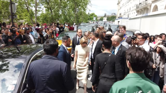anna wintour is seen outside vuitton during paris fashion week menswear spring/summer 2020 on june 20 2019 in paris france - paris fashion week stock videos & royalty-free footage