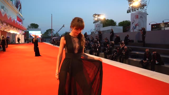 vídeos de stock, filmes e b-roll de annabelle belmondo arrives on the red carpet ahead of the 'the world to come' screening during the 77th venice film festival on september 06 2020 in... - festival de cinema