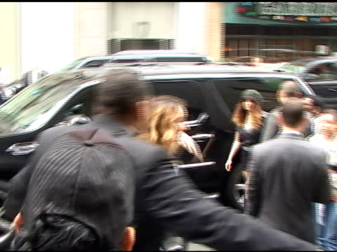 AnnaLynne McCord waves to fans as she arrives at the CW Upfronts in New York 05/19/11
