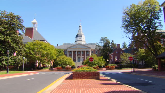 hd annapolis maryland state house zoom (1080/24p) - maryland us state stock videos & royalty-free footage