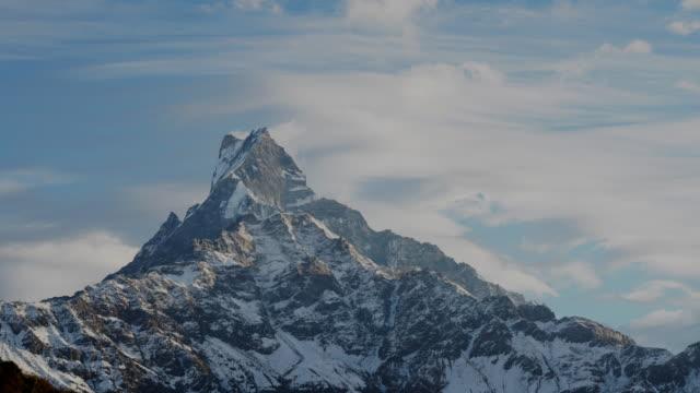 vídeos y material grabado en eventos de stock de annapurna mountain / himalayas, nepal - nevosa