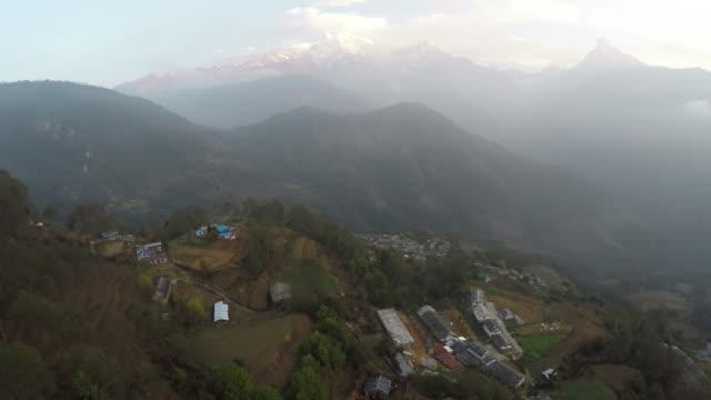 stockvideo's en b-roll-footage met annapurna mountain range, nepal. aerial. - annapurna range
