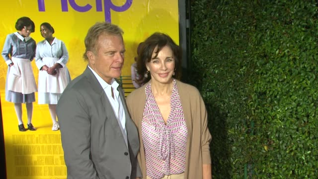 anne archer at the 'the help' los angeles premiere at beverly hills ca. - anne archer video stock e b–roll