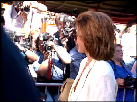 anne archer at the 'wyatt earp' premiere at grauman's chinese theatre in hollywood, california on june 18, 1994. - anne archer video stock e b–roll