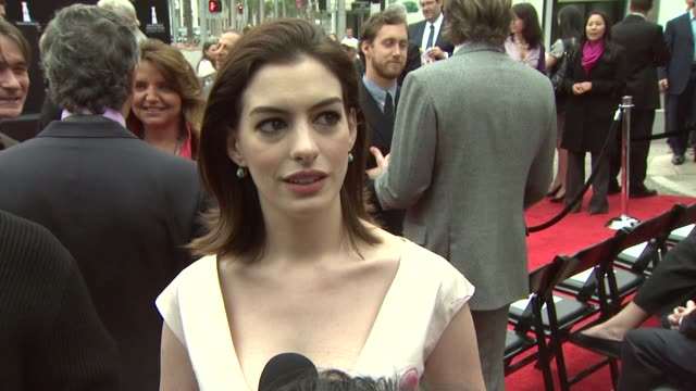 Anne Hathaway at the 2009 Rodeo Drive Walk of Style Honors Italian Designer Valentino Garavani at Los Angeles CA