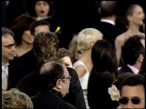 vídeos de stock e filmes b-roll de anne lenox at the 2004 academy awards arrivals at the kodak theatre in hollywood california on february 29 2004 - 76.ª edição da cerimónia dos óscares