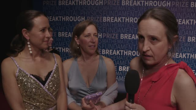 vídeos de stock, filmes e b-roll de anne wojcicki, susan wojcicki and janet wojcicki on the breakthrough prize, why it is important, and on being an inspiration to people especially... - vale do silício