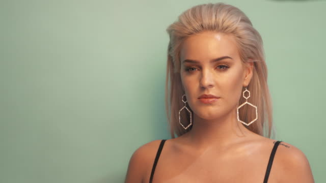 anne-marie poses in the studio during the mtv emas 2017 held at the sse arena, wembley on november 12, 2017 in london, england. - wembley arena stock videos & royalty-free footage