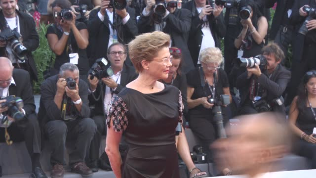 annette bening at 'downsizing' opening night red carpet 74th venice international film festival at palazzo del cinema on august 30 2017 in venice... - annette bening stock videos & royalty-free footage