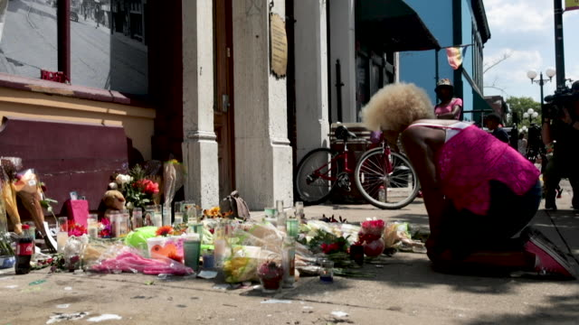 annette gibson-strong visits a memorial to those killed in sunday morning's mass shooting in the oregon district on august 06, 2019 in dayton, ohio.... - dayton ohio stock videos & royalty-free footage