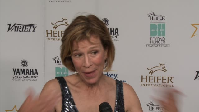 """annie griffiths on the event, being honored and what heifer does - heifer international hosts 3rd annual beyond hunger: """"a place at the table"""" gala... - モンタージュ・ビバリーヒルズ点の映像素材/bロール"""