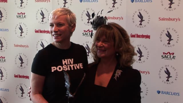 annie lennox and baroness helena kennedy qc pose for photos. women of the year at intercontinental hotel on october 11, 2010 in london - 男爵夫人点の映像素材/bロール
