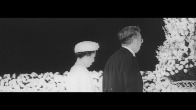 anniversary of end of war/their majesties attend memorial service for war dead people praying at imperial residence square the emporer's speech... - kaiser hirohito von japan stock-videos und b-roll-filmmaterial