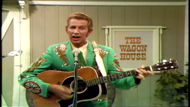 """announcer don howser sets up porter wagoner and the wagonmasters, who perform """"tell her lies and feed her candy"""" . mack magaha playing fiddle. porter... - カウボーイハット点の映像素材/bロール"""