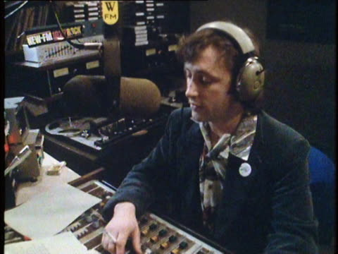 1982 dj announcing news in radio studio, nyc, ny - talking politics stock videos & royalty-free footage