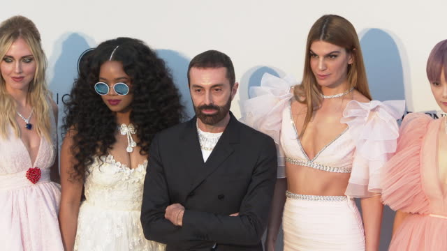 stockvideo's en b-roll-footage met annsofie johansson chiara ferragni her giambattista valli bianca brandolini chris lee and ross lynch at the amfar cannes gala 2019 arrivals at hotel... - 2019