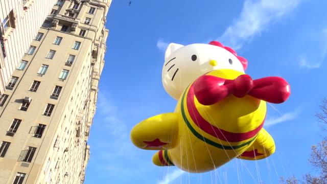 annual macy's thanksgiving day parade via manhattan new york city usa / hello kitty balloon - hello kitty stock videos and b-roll footage