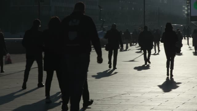 anonyme foule, people walking - real time stock videos & royalty-free footage