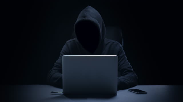anonymous computer hacker - sicurezza di rete video stock e b–roll