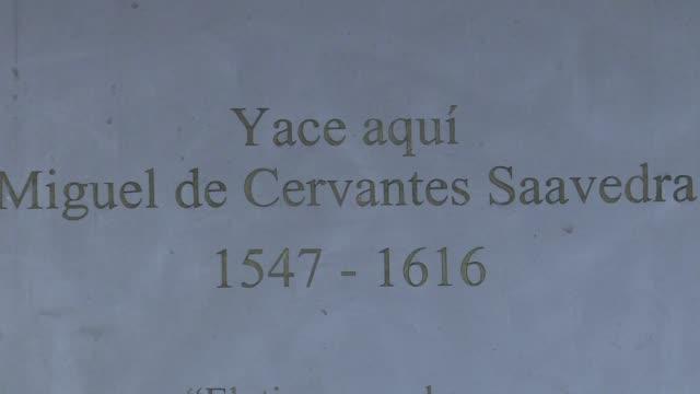 400 anos despues de su muerte autoridades en Madrid inauguraron este jueves un monumento con los supuestos restos del escritor espanol Miguel de...