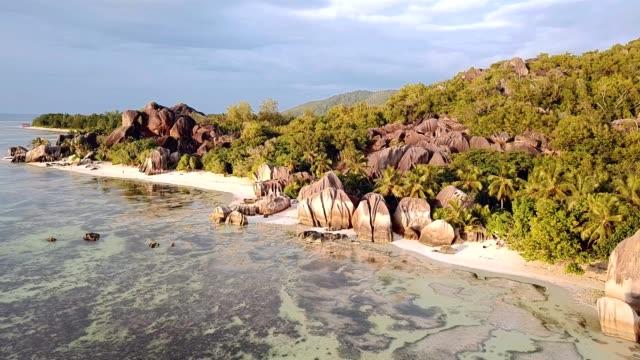 anse source d'argent beach la digue island seychelles - granite rock stock videos & royalty-free footage