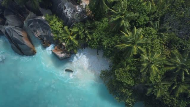 vídeos de stock e filmes b-roll de anse source d'argent - tropical