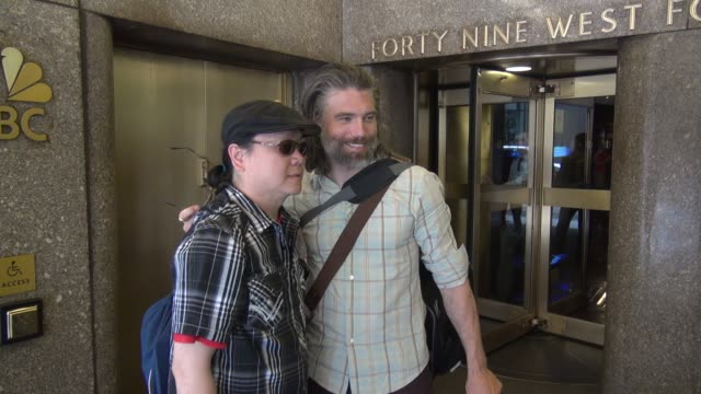 vidéos et rushes de anson mount with his dog mac greets fans outside the nbc studios in rockefeller center celebrity sightings in new york on june 30 2014 in new york... - mac