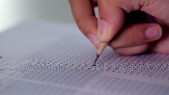 vidéos et rushes de rembourrage test examen réponse feuille de papier - choix