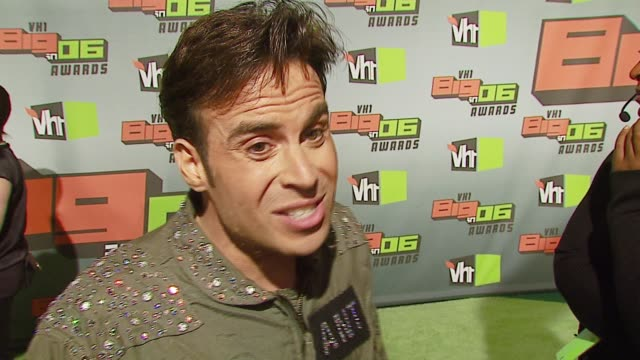 ant from celebrity fit club on which celebs he'd like on the show and his resolution for 2007 at the vh1 big in '06 at sony studios in culver city,... - vh1ビッグインアワード点の映像素材/bロール
