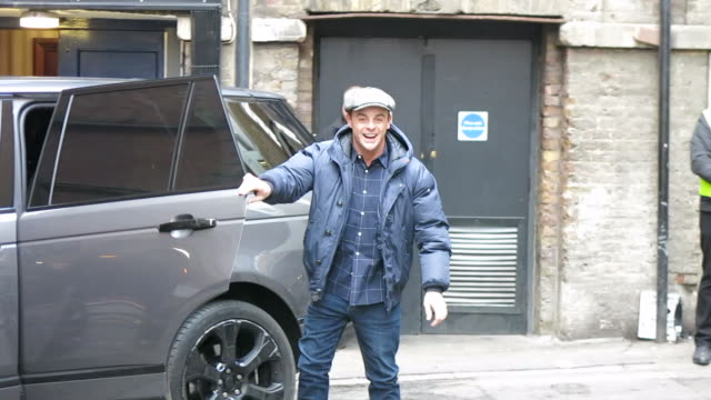 vídeos de stock e filmes b-roll de ant mcpartlin arrives at the london palladium for britain's got talent auditions at celebrity sightings in london on january 23, 2019 in london,... - ant mcpartlin