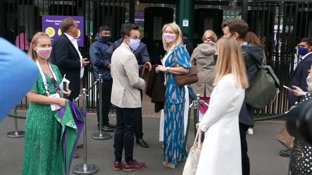 vídeos de stock e filmes b-roll de ant mcpartlin attends wimbledon championships tennis tournament day 8 at all england lawn tennis and croquet club on july 06, 2021 in london, england. - ant mcpartlin