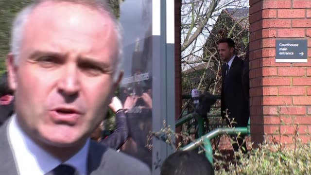 stockvideo's en b-roll-footage met ant mcpartlin fined 86000 pounds after pleading guilty to drink driving ant mcpartlin speaking pull out reporter to camera mcpartlin along from court... - ant mcpartlin