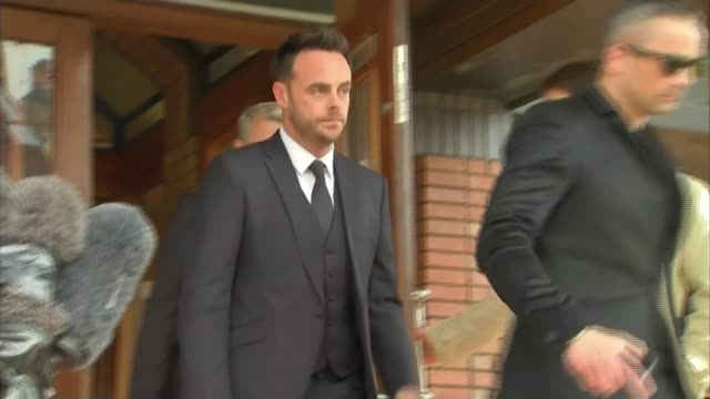 stockvideo's en b-roll-footage met ant mcpartlin fined 86000 pounds after pleading guilty to drink driving london wimbledon magistrates' court ext ant mcpartlin departing court and... - ant mcpartlin