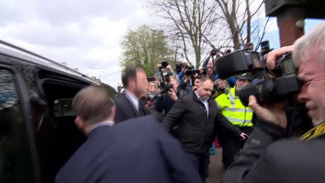 stockvideo's en b-roll-footage met ant mcpartlin fined 86000 pounds after pleading guilty to drink driving england london wimbledon wimbledon magistrates' court ext ant mcpartlin... - ant mcpartlin