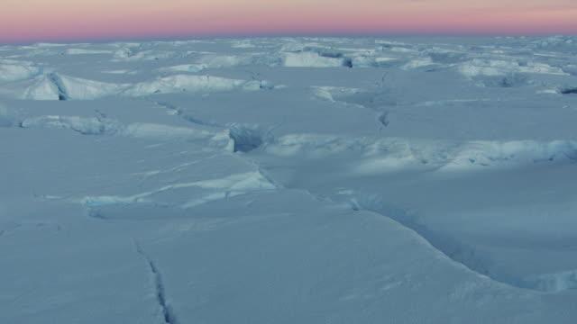 stockvideo's en b-roll-footage met antarctica: ice landscape under twilight - antarctica