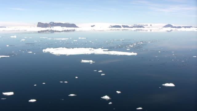 vidéos et rushes de péninsule antarctique icebergs drifting (hd 1080 - iceberg bloc de glace