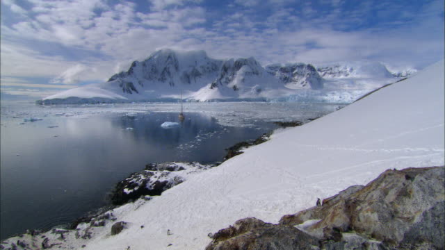 ws, ha, antarctica, yacht in lemaire channel - ice floe stock videos & royalty-free footage