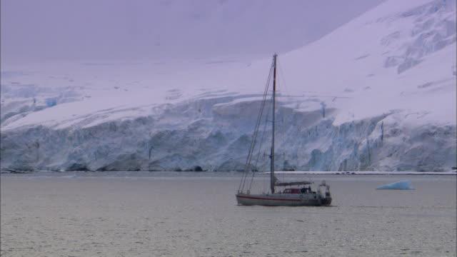 MS, PAN, Antarctica, Yacht sailing along edge large ice sheet