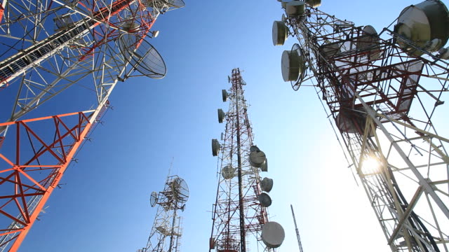stockvideo's en b-roll-footage met hd crane : antennas support tower - mast