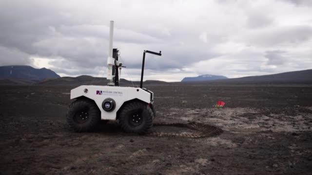 antes de la proxima mision a marte en 2020 la nasa prepara en los campos de lava islandeses la continuacion del trabajo iniciado por curiosity un... - planeta stock videos & royalty-free footage